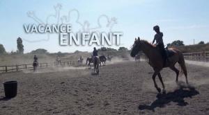 Séance d'équitation pour ces jeunes en vacances