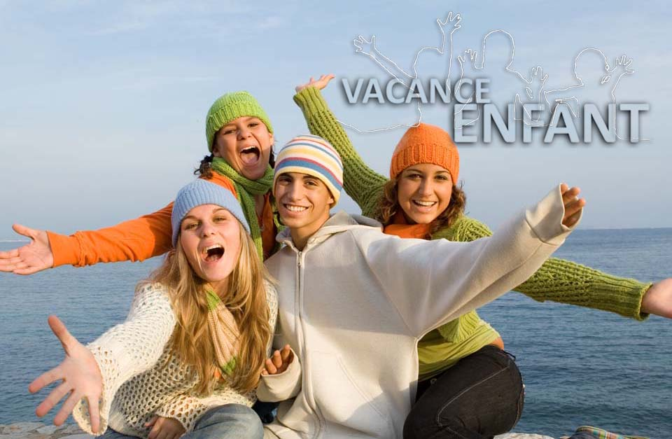 4 adoslescents se retrouvent en vacances au bord de mer