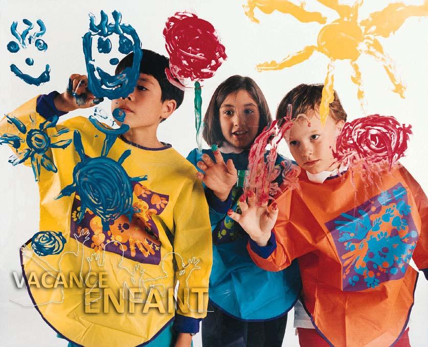 Séance déguisement et coloriage pour ces enfants en vacances