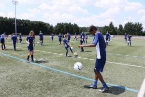 Entraînement au jonglage avec un ballon de foot