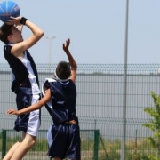 Shoot basket pour cet ado inscrit au summer basket camp