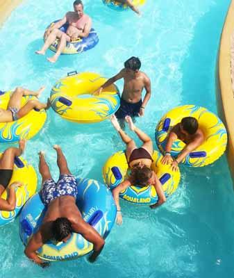 Sortie parc aquatique pour ces gamins en colo de vacances
