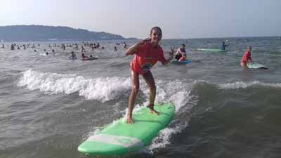 Rester debout sur les premières vagues en surf