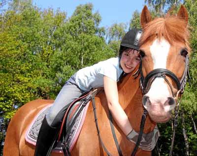 Une fillette de 10 ans et son cheval... une passion amoureuse