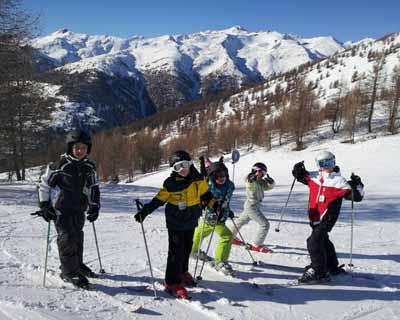 Sortie de ski pour ces enfants en colo de vacnaces